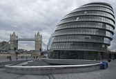 Tower Bridge in London. UK. City Hall — Stock Photo