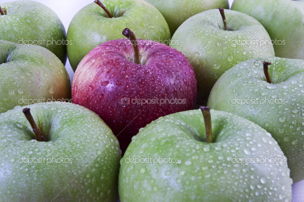 Apples with drops  — Stock Photo #6925863