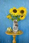 Still-life with retro vase and sunflowers — Stock Photo