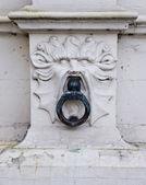 Stadsbyggnadskonst fragment med lejon — Stockfoto
