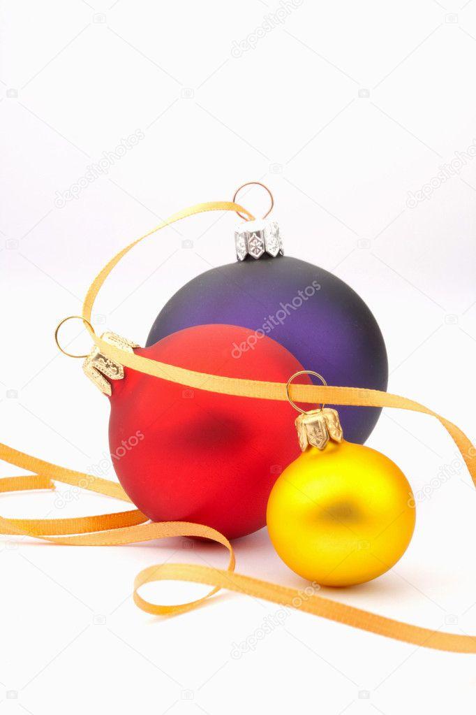Christmas tree ball and yellow ribbon — stock photo