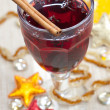 Mulled wine with cinnamon bark — Stock Photo