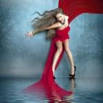 Постер, плакат: Красивая девушка в красном