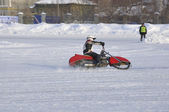 Speedway inverno pista gelada, o motorista se transforma — Foto Stock