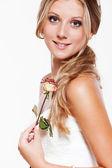 ローズと美しい笑顔花嫁 — ストック写真