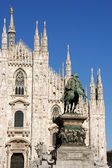Milan Cathedral and monument to king Vittorio Emanuele II — Stock Photo