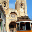 Santa Maria Maior de Lisboa and the famous 28 tram line — Stock Photo