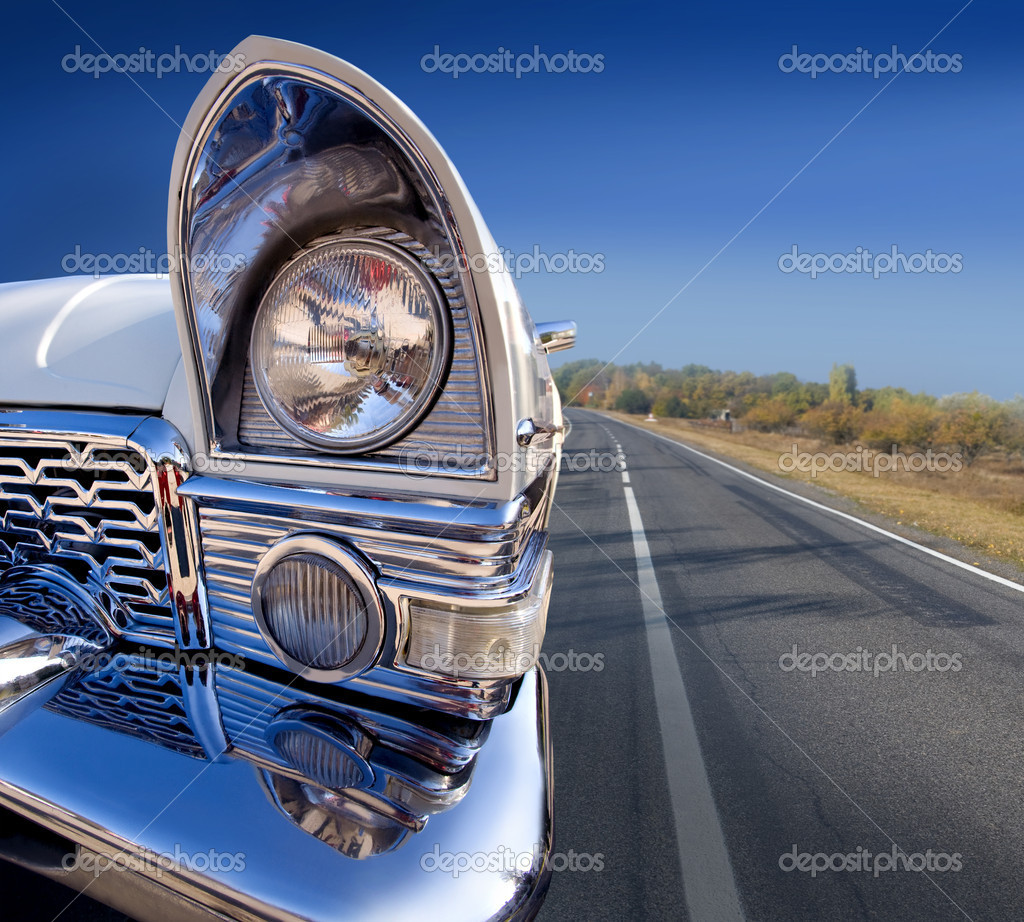 Old car back on the road under a blue sky — Stock Photo #7660132