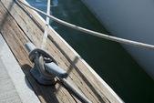 漁師の船のロープの結び目 — ストック写真