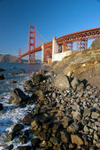 The Golden Gate Bridge in San Francisco during the sunset with r — Stock Photo