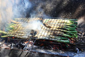 Calcots on the barbecue. — Stock Photo
