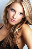 Portret pięknej młodej kobiety — Zdjęcie stockowe