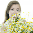 Brunette girl with bouquet of daisy — Stock Photo