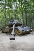 Kapot geschoten USA-tank bij Cu Chi tunnels — Stock Photo