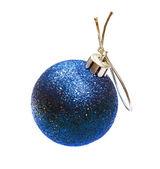 Kerstmis bal geïsoleerd op witte achtergrond — Stockfoto