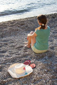 The girl, hat and flip-flops on the stones — Stock Photo