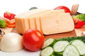 Sýr a čerstvé zeleniny — Stock fotografie