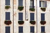イタリアの窓パターン — ストック写真
