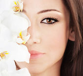 Closeup on beautiful face with flowers — Foto Stock
