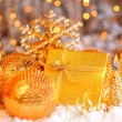 Beautiful golden gift — Stockfoto