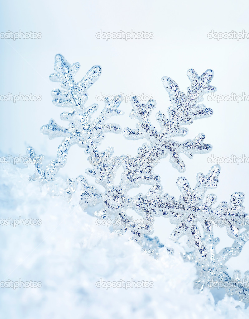 Beautiful blue snowflake winter holiday background — Stock Photo #7903044