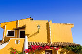 Mediterranean yellow houses in Cala Fornells Mallorca — Foto Stock