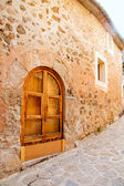 Arch wooden Mediterranean door in Valedemossa Majorca — Stock Photo