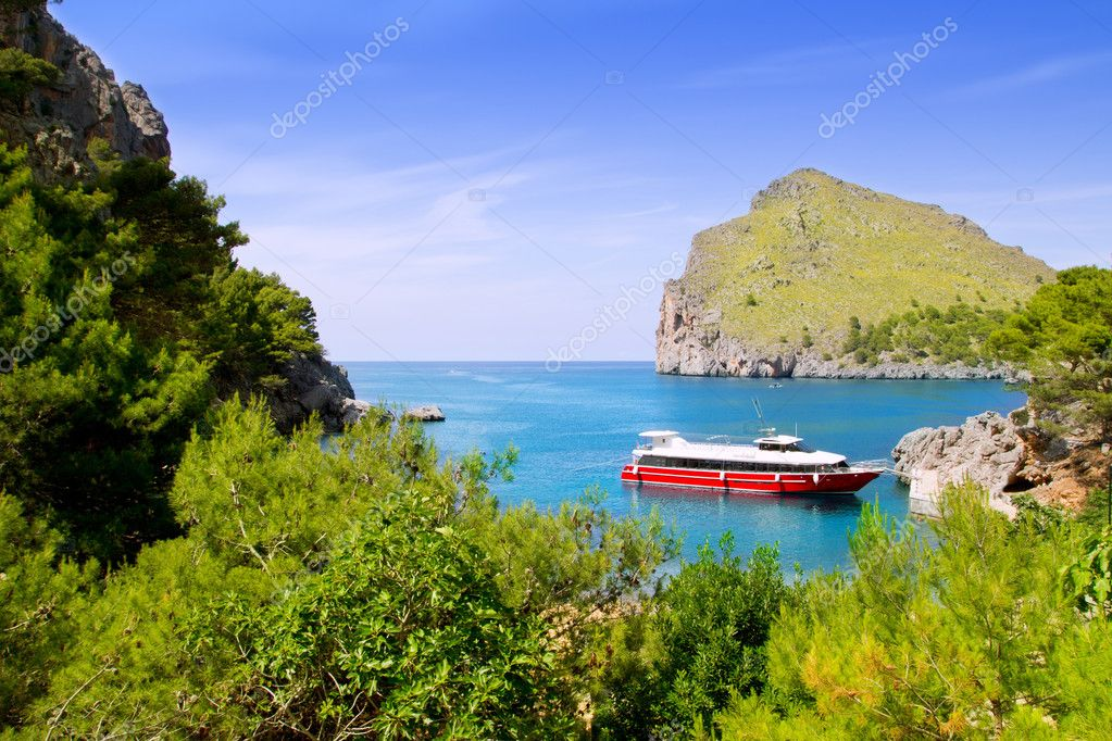 Escorca Sacalobra beach in north Mallorca with boat in balearic Spain — Stock Photo #6836328