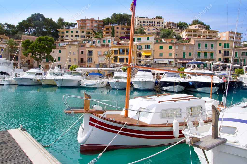 Puerto de Soller Port of Mallorca with lllaut boats in balearic island — Stock Photo #6838568