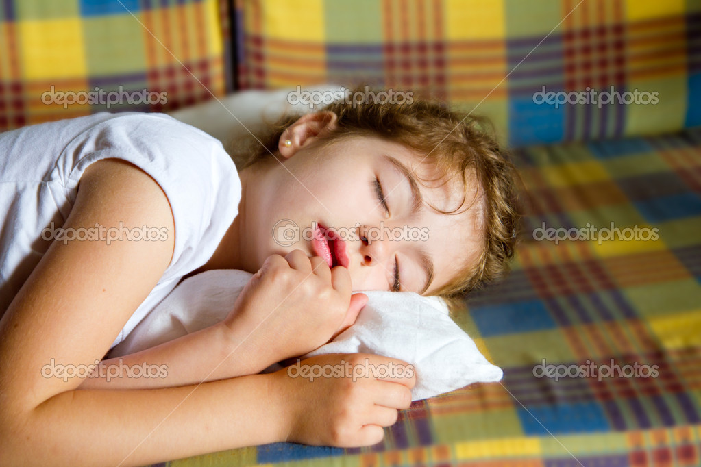 Child girl sleeping bed in retro vintage quilt with pillow — Stock Photo #6947511