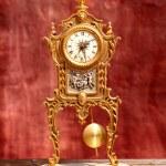 relógio de pêndulo antigo bronze dourado vintage — Foto Stock