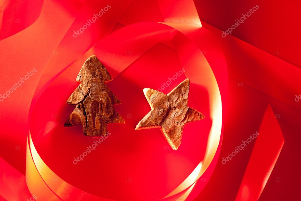 Christmas tree and star of tree bark on red background and ribbon — Stock Photo #7000461