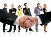 Business-handshake und unternehmen-team — Stockfoto