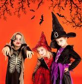 Gruppo di halloween di costumi ragazze bambini — Foto Stock