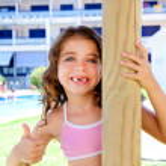 Indented kid girl ok gesture in pool garden — Stock Photo