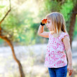 Hiking kid girl searching hand in head in forest — Stockfoto