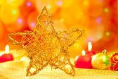 Babioles et bougies étoiles de noël or — Photo