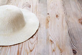 Beach white hat on clear pine wood — Stock Photo