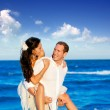 Copuple beach vacation in honeymoon trip — стоковое фото #7474834
