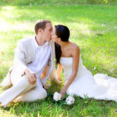 Couple happy in love kissing sitting in park — Stock Photo