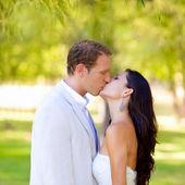 Couple happy in love kissing in the park — Foto de Stock