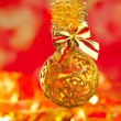 Royalty-Free Stock Photo: Christmas tinsel golden glitter bauble loop