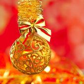 圣诞彩绘金色闪光摆设循环 — 图库照片