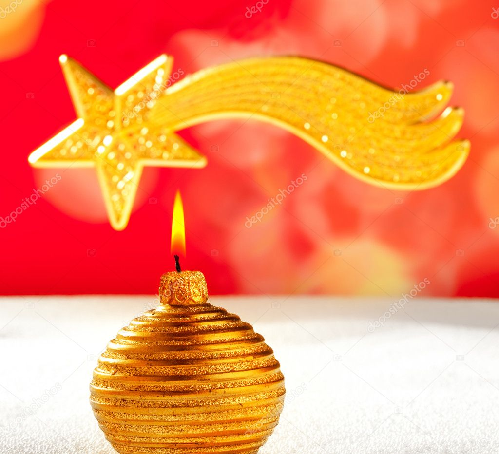 Christmas golden candle and bethlehem comet star on snow and red — Stock Photo #7495071