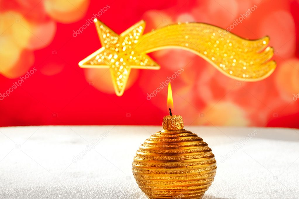 Christmas golden candle and bethlehem comet star on snow and red — Stock Photo #7495132