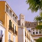 Moradias em Ibiza eivissa e hig Igreja — Fotografia Stock  #7575935