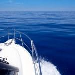 Boat bow open porthole sailing blue calm sea — Stock Photo #7578539