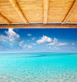 Cane sunroof with tropical perfect beach — Stock Photo