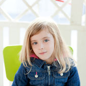 Blue eyes kid girl portrait outdoor sit in chair — Stock Photo