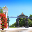 Madrid Puerta de Espana Buen Retiro Park door Madrid — Stock Photo